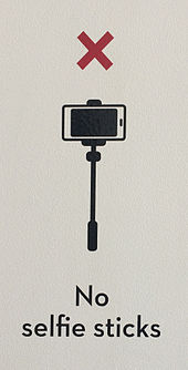 No_selfie_sticks_sign,_Museum_of_Brisbane,_2015.jpg